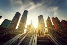 Rolltreppe in Shanghai, China - educom bietet Sprachkurse für alle Branchen und in allen Sprachen