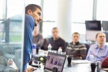 Inhouse Sprachkurs im Unternehmen vor Ort: Ob Mitarbeitersprachkurs oder Coaching, die Kursauswahl und das Angebot an Fremdsprachen bei educom ist vielfältig.